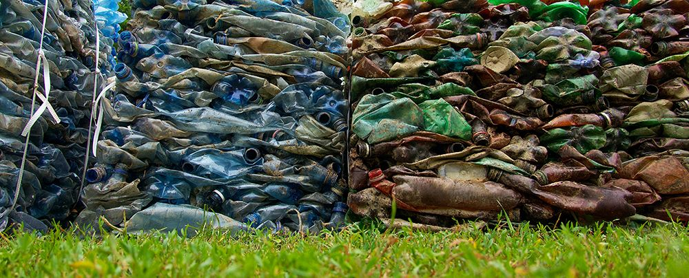 Plásticos apilados
