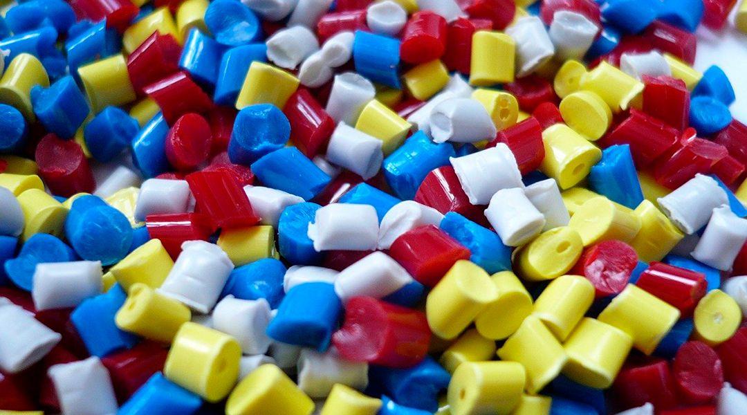 Granza de material plástico