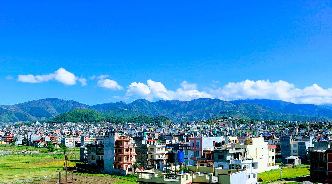 Ciudad con cielo limpio